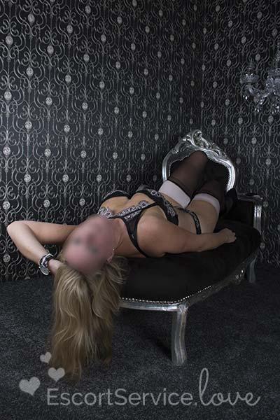 Nederlandse blondine escort dame Mara